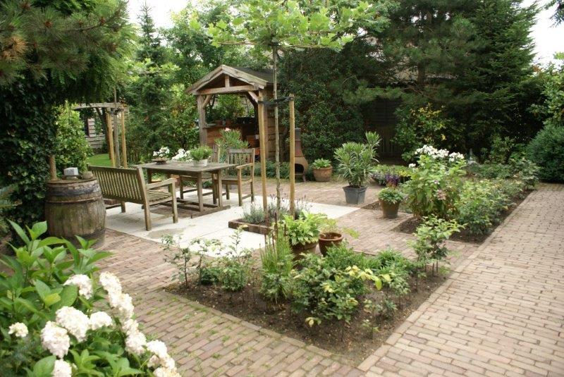 Tuin aanleg jouw tuinspecialist sinds 1989 for Landelijke tuin aanleggen
